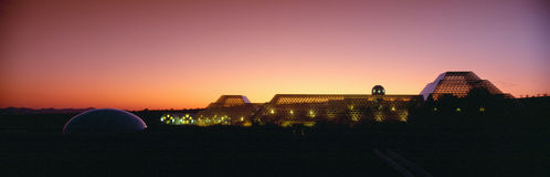 Биосфера 2 на заходе солнца, Аризоне стоковое фото
