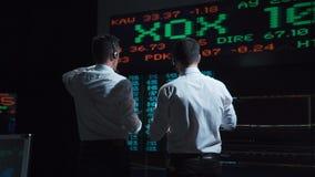 2 биржевого маклера перед питанием в реальном маштабе времени рынка сток-видео