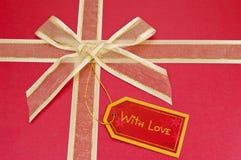 бирка красного цвета подарка Стоковые Фото