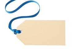 Бирка подарка рождества при голубая лента изолированная на белой предпосылке Стоковая Фотография