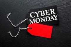 Бирки продажи понедельника кибер на темной предпосылке стоковое фото