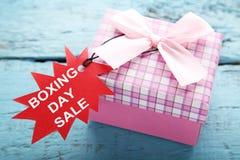Бирки продажи с подарочной коробкой Стоковое Изображение RF
