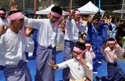 бирманская вода nyc празднества танцоров Стоковое Фото