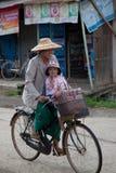 Бирманские женщина и ребенок Стоковое Изображение
