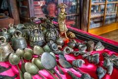 Бирманские сувениры металла на местном рынке в Мьянме Бирме Стоковая Фотография