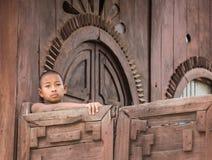 Бирманский буддийский послушник в Мандалае Стоковая Фотография RF