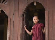 Бирманский буддийский послушник в Мандалае Стоковое фото RF