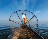 Бирманский рыболов на озере Inle, Мьянме Стоковая Фотография