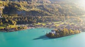 Бирюза Iseltwald Швейцария воздушное 4k взгляда Brienz озера сток-видео