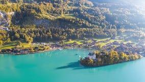 Бирюза Iseltwald Швейцария воздушное 4k ландшафта Brienz озера сток-видео