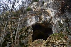 Бить пещеру в восточных Карпатах, ресервирование Piatra Craiului естественное, Румынию Стоковое Фото