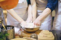 Бить тесто хлеба Стоковое фото RF