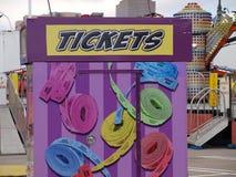 билеты билеты получите здесь снабжает ваше билетами стоковые изображения