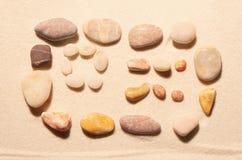 Билет самолета от камней моря на песке волейбол лета пляжа шарика предпосылки красивейший пустой Стоковое фото RF
