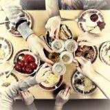 Благодарение, рождество Гала-ужин с семьей стоковые фото