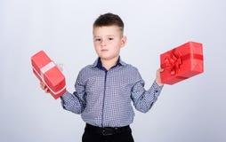 Благополучие и положительные эмоции Отпразднуйте день Святого Валентина Нового Года Подарок на день рождения Мальчик дня рождения стоковая фотография rf