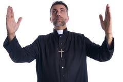 Благословением оружий священника бог открытым моля стоковые фото