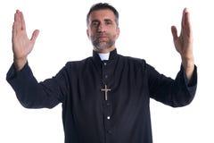 Благословением оружий священника бог открытым моля стоковое изображение