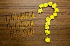 Благословленное признательное текста сочинительства слова благодарное Концепция дела для ориентации настроения признательности бл стоковая фотография