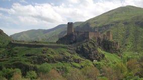 Благоустраивайте взгляд древней крепости в горах Georgia акции видеоматериалы