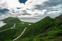 Благоустраивайте взгляд карибского моря и Атлантического океана смотря к югу от острова St Китс от вершины холма Тимоти Стоковое Изображение RF