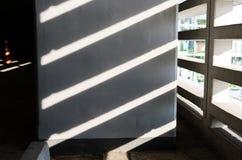 Блески света через стены стоковые фотографии rf