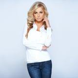 Блестящая красивейшая блондинка стоковые изображения