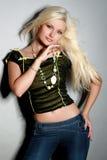 блестящие детеныши женщины рубашки джинсыов Стоковое фото RF