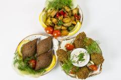Ближневосточные блюда, который служат в ресторанах стоковые изображения rf