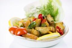Ближневосточный Batata Harra блюда стоковые изображения