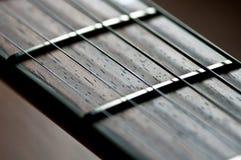 близкая гитара fretboard вверх Стоковое Изображение RF