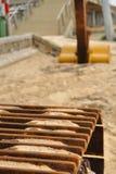 близкая землечерпалка crawler вверх стоковые фото