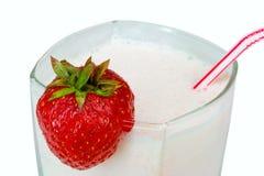 близкая клубника milkshake вверх Стоковое Изображение
