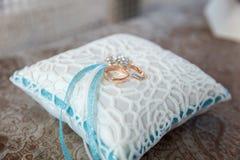 близкие кольца поднимают венчание Стоковое Фото