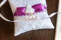 близкие кольца поднимают венчание Стоковое Изображение RF