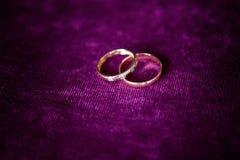 близкие кольца поднимают венчание Стоковая Фотография