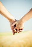 близкие руки задерживая Стоковое Изображение RF