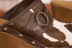 близкий ботинок вверх по деревянному Стоковая Фотография