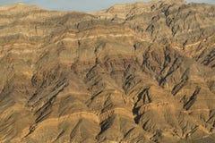 Близкий взгляд слоев в горах в долине Death Valley Eureka, CA стоковая фотография rf