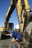 близкий водитель землекопа поднимает Стоковые Изображения