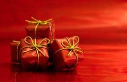 близкий красный цвет подарков вверх Стоковая Фотография RF