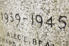 близкий мемориал надписи даты вверх по войне Стоковое фото RF