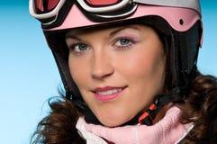близкий пинк шлема вверх нося женщину Стоковое фото RF