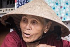 Близкий поднимающий вверх портрет въетнамской женщины стоковые изображения