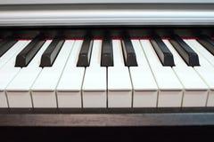 близкий рояль клавиатуры вверх Элементы музыкального инструмента стоковое изображение rf