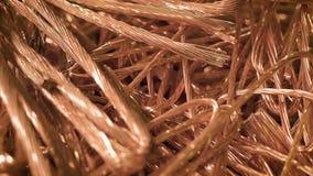 Близкий снимок на частях металла, возможно оно shavings ` s стальные, яркие детали провода лежит совместно сток-видео