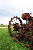 близкий старый трактор вверх Стоковые Изображения