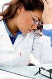 близким медицинским усиленные профессионалом детеныши взгляда стоковые изображения rf