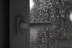 Близкое белое пластичное окно В ненастной погоде closeup Стоковые Изображения