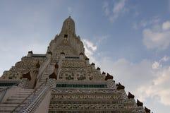 Близкое поднимающее вверх изображение виска Wat Arun в Бангкоке стоковые изображения rf